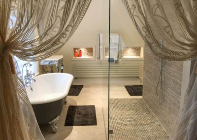 3 Glamorous Bathrooms
